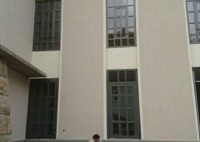 okna-w40-z-profili-stalowych-budynek