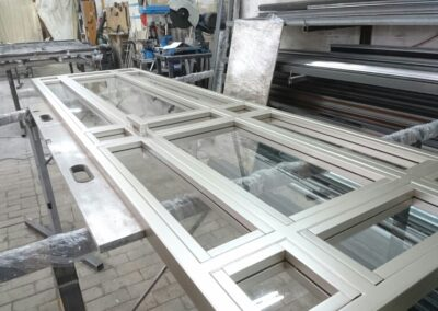 okna i drzwi z profili stalowych producent
