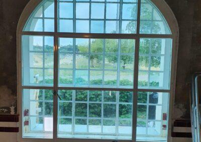 okno w luk z profili stalowych